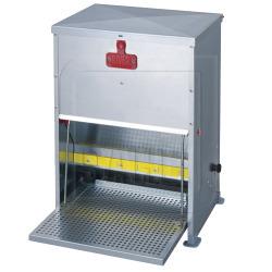 Geflügelfutterautomat mit Trittklappe